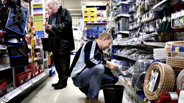 Når gørdetselv-folket går på indkøb i byggemarkedet, kan det være svært at finde produkter, som ikke indeholder pvc. Selv om der i 1991 blev indgået en aftale, der skulle reducere brugen af pvc i blandt andet byggematerialer, bugner de danske byggemarkeder fortsat af produkter med pvc.