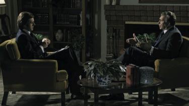 Tvekamp. En samtale er ikke noget drømmeudgangspunkt for en film, og som man kunne forvente, er begivenhederne blevet peppet lidt op i filmatiseringen af interview-tvekampen mellem journalisten Frost og ekspræsidenten Nixon.