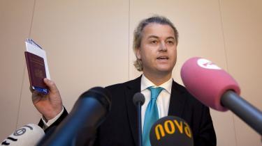 Frygt for optøjer bag indrejseforbud. Den hollandske regering kritiserer den britiske i skarpe vendinger. Et forsøg på at skabe den nødvendige balance, siger dansk terrorekspert
