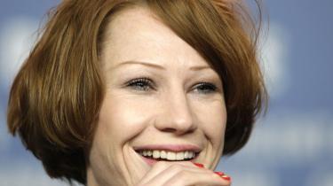 Birgit Minichmayrs figur Gitti, sommerfregner, rødt rodet hår og en på flere måder stor mund er i den tyske film -Alle Anderen- et godt bud på, hvordan det vil gå Pippi, hvis hun forsøger sig i et parforhold.