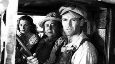 John Fords talent var ikke begrænset til western-genren, hvilket hans fremragende filmatisering af John Steinbecks socialt indignerede roman Vredens druer vidner om.