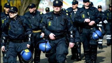 Politiske beslutninger om midler og mandskab til politiet træffes alt for ofte alene på baggrund af politiets egne rapporter på de forskellige indsatsområder. Et speciale efterlyser uvildige eksperter til at vurdere mål og midler.