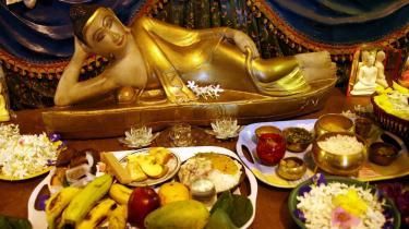 Er det buddhistiske tempel Wat Mongkolratanarams populære søndagsbrunch en religiøs aktivitet eller et kommercielt foretagende?