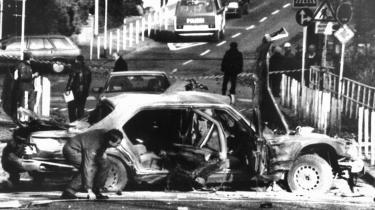 Terrorisme. Rote Arme Fraktion dræbte med en bilbombe bestyrelsesformand i Deutsche Bank, Alfred Herrhausen.