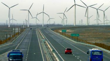Kina stemples ofte som klimaskurk, men landet oplever en eksplosion indenfor grøn energi, der gør, at Kina er ved at give Vesten baghjul. Miljøteknologi er den næste industrielle revolution, og Kina kommer til at føre an, siger fagfolk