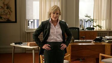 """Den amerikanske skuespillerinde Glenn Close har fundet sig et nyt hjem på tv, hvor hun har hovedrollen i den roste advokatserie Damages. Om skiftet fra film til tv siger hun til Guardian: """"Det var svært til at begynde med, fordi det er så anderledes..."""