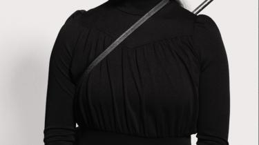 Jenny Wilson har ikke valgt den nemme løsning, men har med -Hardships!- lavet en ambitiøs soul- og r&b-farvet to-er.