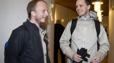 De to grundlæggere af fildelingstjenesten The Pirate Bay, Gottfrid Svartholm (tv) og Peter Sunde, har en oplagt interesse i at få sagen til at se ud som en kamp mellem Robin Hood og Sheriffen af Nottingham.
