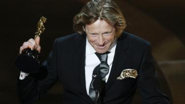 Filmfotografen Anthony Dod Mantle har boet i Danmark i adskillige år, og natten til mandag vandt han en af de eftertragtede Oscar-statuetter for sit arbejde på filmen -Slumdog Millionaire-, der også fik prisen for -Bedste Film-.
