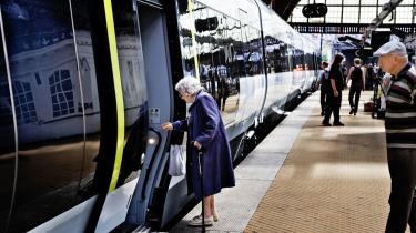 De danske togpassagerer kommer sandsynligvis til at kigge langt efter 83 nye IC4-togsæt. I weekenden erkendte direktøren for DSB, Søren Eriksen, at IC4-togsættene, der blev bestilt hos AnsaldoBreda i Italien i år 2000, fortsat lider af alt for mange børnesygdomme til at kunne blive godkendt.