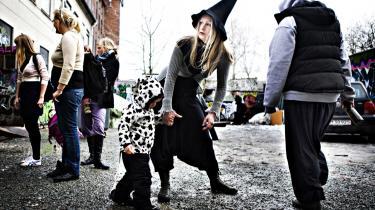 I overmorgen er det to år siden Nørrebro stod i brand efter nedrivningen af Ungdomshuset på Jagtvej 69. Anderledes fredeligt er der på Dortheavej 61 i Nordvest i de unges nye hus, der mest af alt virker som et almindeligt kultur- og medborgerhus