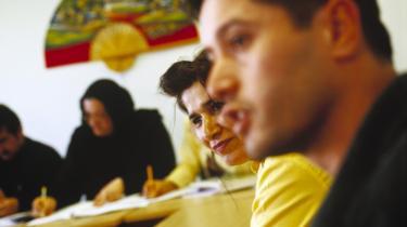 Alle nydanskere mellem 30 og 50 skal have ret til dansk-undervisning, der gør dem sprogligt i stand til at klare sig på arbejdsmarkedet og i efterfølgende uddannelser, mener Karin Bancsi.