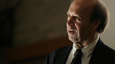 Taler ud. -Bygger man nye værker, binder man sig til kul i årtier,- siger James Hansen, som efter 15 år i NASA har taget bladet fra munden.