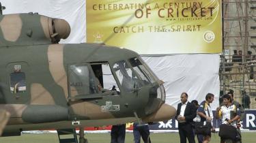 Sri Lankas crickethold, da de blev evakueret og fløjet hjem med en pakistansk militær helikopter fra et stadium i Lahore efter skudattentatet i tirsdags. Seks af spillerne blev såret og otte pakistanske betjente blev dræbt.