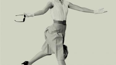 Balletten går retro, når Nikolaj Hübbe nyfortolker Bournonvilles -Napoli- til 1950-ernes pastelfarvede Napoli. Og skuespillet zoomer ind på tidens trang til bedrag i næste sæson.