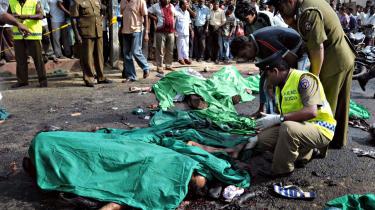 Militærstrategisk geni eller kynisk morder uden politisk tæft? Med Prabhakaran som leder har De Tamilske Tigre i mere end 25 år kæmpet for en selvstændig tamilsk stat. En kamp, de måske snart har tabt