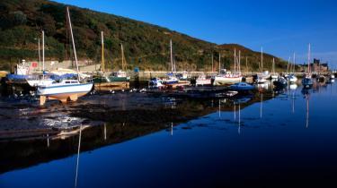 Isle of Man, der ligger mellem England og Irland, er et af verdens mest brugte skattely. Det anslås, at der er placeret i alt omkring 900 milliarder dollar i de forskellige britiske skattely.
