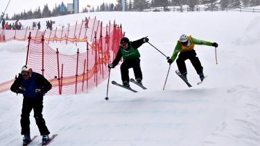 Hvert år i uge 11 samles Danmarks dygtigste skiløbere på Hafjell i Norge til DM. Og så bagsidens forbrugs-medarbejder. Men denne gang var han på en særlig mission