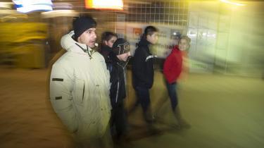 En medarbejder fra Lugna gatan på natarbejde. Den svenske organisation har haft stor succes med at stoppe bandekonflikter i de store svenske byer, ifølge dem selv fordi en stor del af medarbejderne selv er tidligere straffet.
