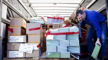 Over halvanden million nye bøger bliver hvert år skåret i småstrimler og hældt i store kogekar. Når de ikke længere sælger, er det billigere for forlagene at destruere restoplaget end at betale lagerleje.
