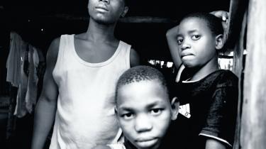 På seks år er antallet af hiv- og aids-smittede i Mozambique steget med 40 procent. Det er især veluddannede, kvinder og de 20- til 40-årige, der rammes og efterlader et land, der skal styres af børn og bedstemødre. Det viser en ny rapport fra FN. Alligevel er der et håb for landet, siger professor i international sundhed