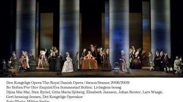 En af de storslåede tableauscener fra den nye danske opera -Livlægens besøg-, der giver et isende godt indblik i 1700-tallets danske hofliv, som invaliderer og udnytter den forstyrrede kong Christian 7. i intriger og magtbegær.