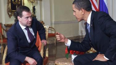 Dmitrij Medvedev og Barack Obama mødtes i går i London med det klare formål fra begge sider at skabe en optøning i det anstrengte forhold imellem de to lande.