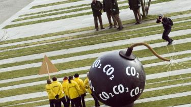 Recessionen i EU giver aktuelt fald i CO2-udledningerne. Men samtidig hæmmes investeringer i grøn energiteknologi, så når væksten vender tilbage, øges presset på klimaet igen