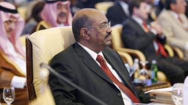 Sudans præsident Omar al-Bashir deltog trods arrestordre i mødet, hvor han fik opbakning.