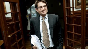 Justitsminister Brian Mikkelsen (K) understreger, at ansvaret for budgetoverskridelserne ligger hos Rigspolitiet.