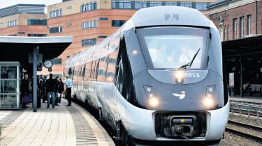 DSB arbejder på højtryk med en omfattende nødplan i erkendelse af, at IC4-togene måske aldrig kommer til at køre på skinner. For snart et år siden stillede DSB den italienske producent Ansaldobreda et ultimatum: 14 togsæt skulle være leveret til maj 2009. Der er i dag godt tre uger til.