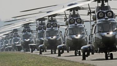 Mod nye slagmarker? På sit 60-års-jubilæum skal NATO genopfinde sin legitimitet, og der er uenighed om, hvor meget NATO skal optrappe i konflikter uden for Europa, som f.eks. i Afghanistan. Damon Wilson, der er leder af det internationale sikkerhedskontor i The Atlantic Council i Washington, mener, at organisationen -bør vende tilbage til sit oprindelige formål - at tage sig af den kollektive forsvarsforpligtelse i Europa-. På billedet ses en række af NATOs -Super-Puma--helikoptere, der holder klar til at flyve ud fra Offenburg i Tyskland.