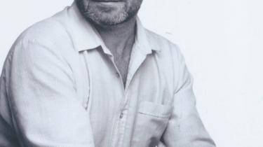 Den norske forfatter Per Petterson forener det smalle med det brede, så både høj som lav kan læse med. I går blev han hædret med Nordisk Råds Litteraturpris for romanen 'Jeg forbander tidens flod'. Fuld fortjent, lyder det fra forfatteren Helle Helle, der selv var nomineret