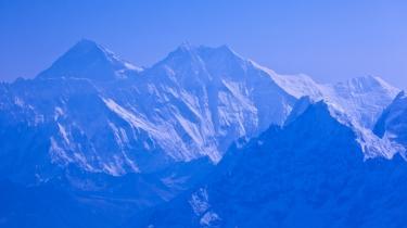 Himalaya med Mt. Everest i baggrunden. De fleste af dalgletsjerne i det østlige Himalaya vil være væk om 100 år, hvis smelteraten fortsætter som nu.