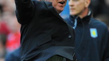 I sin karrieres efterår har Manchester Uniteds manager Ferguson tilsyneladende forliget sig med fodboldens magiske og hårde odds. Da han blev spurgt, hvad masterplanen var i de sidste sekunder af matchen mod Aston Villa, svarede han skælmsk og uoversætteligt: 'Gamble'