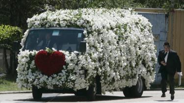 Festival for de døde skaber debat om himmelstrygende begravelsespriser i Kina. 'Vi har ikke engang råd til at dø,' klages der