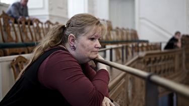 Gro Pettersen er inviteret i Folketinget af Özlem Cekic (SF). Hun er et eksempel på, at der findes fattigdom i Danmark.
