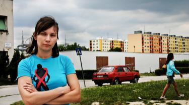 Globalt sexarbejde. Socialarbejderen Lubica Tornóczyová erkender åbent, at hun rådgiver sexarbejdere om, hvordan de kan komme til Vesten og arbejde - på den mest hensynsfulde måde - som prostituerede. For det at være sexarbejder er ikke nødvendigvis det samme som at være et offer, der er blevet -trafficked-.