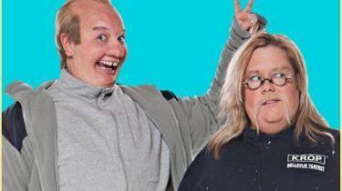 Satireprogrammet -Skråplan' havde premiere i aftes og er med Linda P. og Christina Sederqvist. De to hovedaktører optræder udklædt som et meget varieret persongalleri, som ofte er lidt stakkels og pinlige. Her ses de som de to selvfede og kræsne singler Bruno og Nalle.
