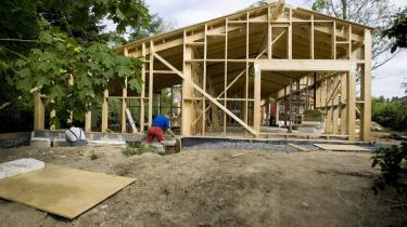 For fremtiden skal selv mindre ombygninger overholde skrappe krav, foreslår regeringen. SF har større ambitioner.