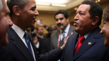 Venezuelas præsident, Hugo Chávez, udtaler sig ikke altid diplomatisk og er i løbet af få uger gået fra at kalde den amerikanske præsident, Barack Obama, for en -stakkels ignorant- til at ville være hans -ven-. Men alt i alt vurderes topmødet i Organisationen af Amerikanske Stater som en succes.