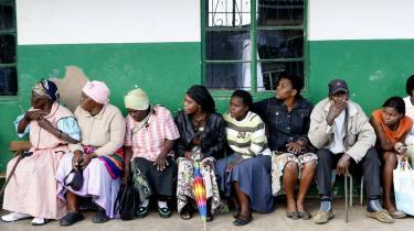Vælgere venter på at stemme i byen Nkandla. Valgdeltagelsen var den højeste i mange år.