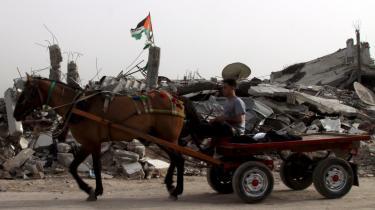 22 dage med krig i januar ødelagde hjemmene for 140.000 beboere i Gaza-striben. Og stort set ingen huse er blevet genopbygget her tre måneder efter.