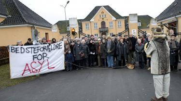 Der har været en række forskellige demonstrationer foran Sandholmlejren for at give beboerne asyl i Danmark. Nu advarer også FN mod, at Danmark bruger såkaldte -diplomatiske forsikringer- for at undgå, at udviste terrormistænkte bliver udsat for tortur i deres hjemlande.