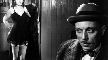 Der står en ram lugt af efterkrigs-fattigdom ud fra de smukt komponerede, sort-hvide billeder i Henri-Georges Clouzots psykologiske thriller