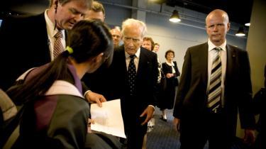 Mærsk Mc-Kinney Møller (i midten) ville ikke modtage papiret med de kinesesiske arbejderes ønsker.