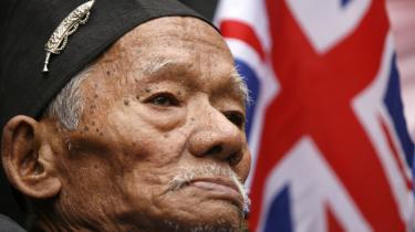 Laximan Gurung er en af de mange tidligere gurkha-soldater,der har demonstreret for de nepalesiske soldaters rettighederforan det britiske parlament i London.