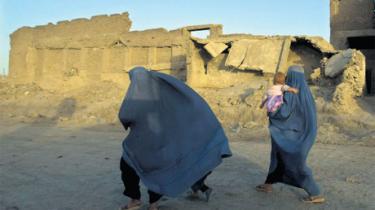 Vestlige hjælpearbejdere, der dyrker en overdådig livsstil i 'gyldne bure', er den grimme sandhed om Afghanistans forspildte bistandsmidler