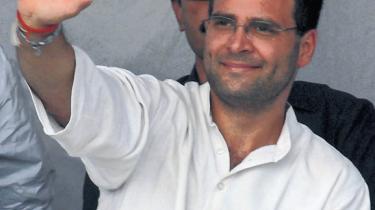 Op til valget i den indiske hovedstad er der én mand, der fylder medie-og gadebilledet: Det nye skud på Gandhi-stammen, Rahul