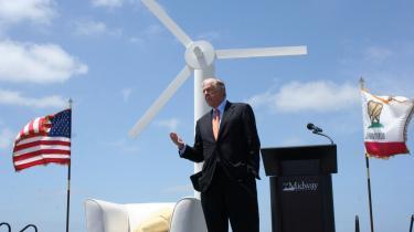 Den republikanske oliemilliardær T. Boone Pickens går med planer om at opstille flere tusind vindmøller i oliestaten Texas inden for de kommende år.